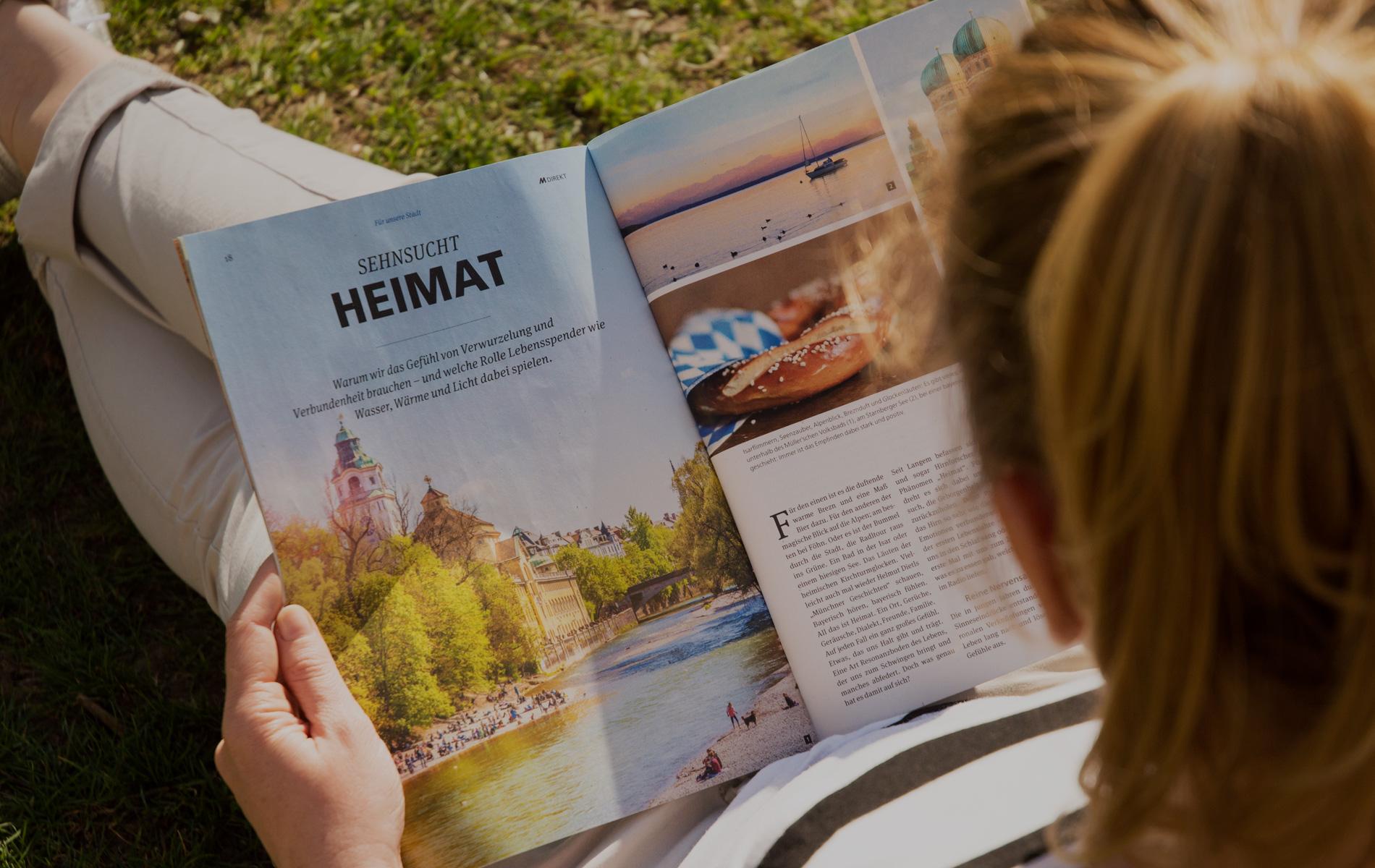 Frau liest Mdirekt das Magazin der Stadtwerke München, gestaltet von grasundsterne, Agentur für Content Marketing